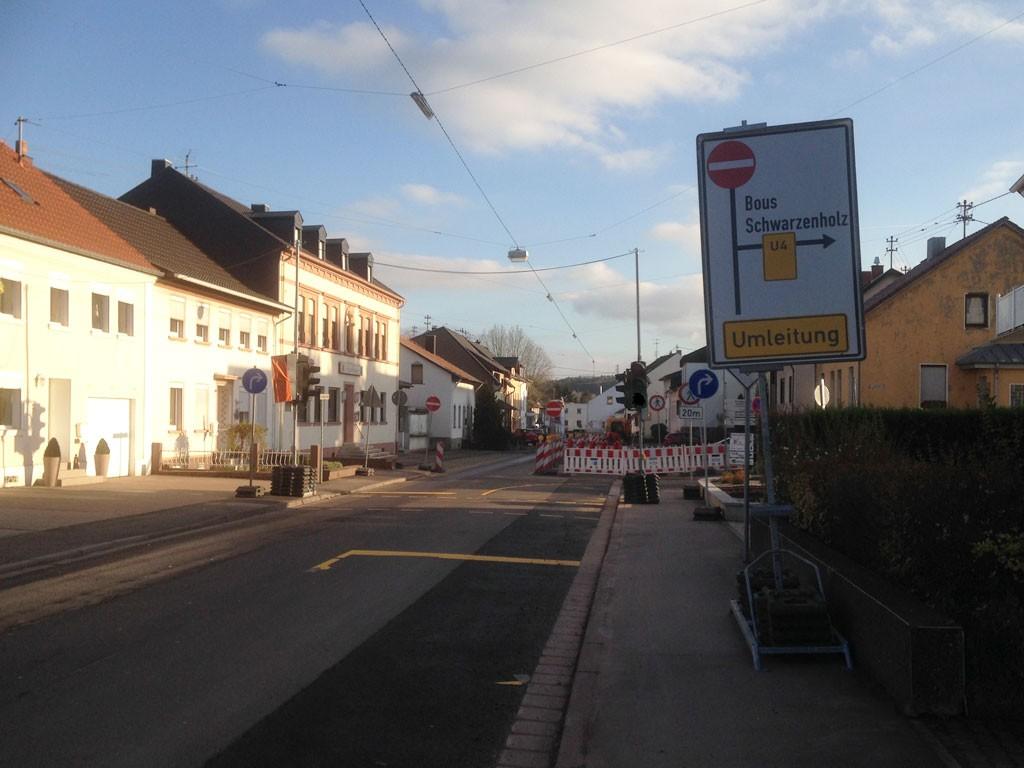 Erneuerung der Erdgas- und Trinkwasserversorgungsleitungen in der Ensdorfer Straße