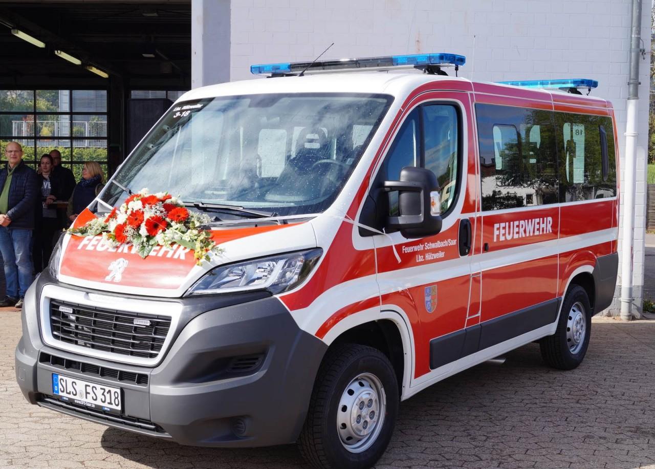 Freiwillige Feuerwehr Hülzweiler erhält neuen Mannschaftstransportwagen - MTW